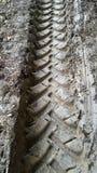 Следы колеса на грязи стоковое изображение rf