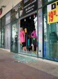 Следы нападения ракеты террориста стоковые фотографии rf