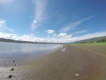 Следы ноги в песке на озере Сан Roque в Сан Roque, Cordoba, Аргентине Стоковое фото RF
