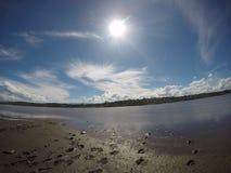 Следы ноги в песке на озере Сан Roque в Сан Roque, Cordoba, Аргентине Стоковая Фотография