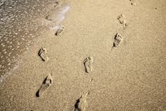 Следы ноги глубоко в песке, обмане зрения Стоковое Изображение RF