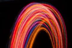 Следы пестротканых радиальных светов запачканных на черноте Стоковая Фотография RF