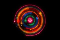Следы пестротканых радиальных светов запачканных на черноте Стоковые Фотографии RF