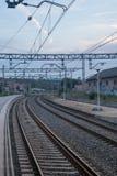 Следы поезда с небом стоковые изображения