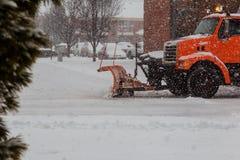 Следы санобработки очищая улицы в Бруклине увидены после первого шторма снега в NYC Стоковое Изображение