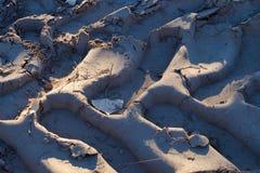 Следы тяжелой техники в песке стоковое фото rf