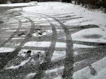 Следы Icey на дороге Стоковое Изображение RF