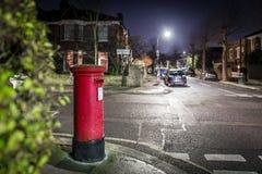 Следы Postbox и света в пригороде Лондона Стоковые Изображения RF