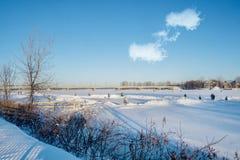 След Бернарда-Besner катаясь на коньках на реке Mille ÃŽles стоковые изображения rf