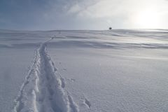 След в снеге в горах Стоковое Изображение RF