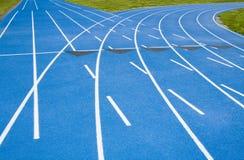 след гонки голубого курса дуги расходя прямой Стоковое Изображение RF