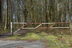 След запрета леса пути барьера загородки Стоковое фото RF