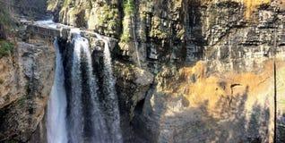 След каньона Johnston, верхний и более низко падения, национальный парк Banff, канадские скалистые горы, Альберта, Канада Стоковое фото RF