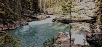 След каньона Johnston, верхний и более низко падения, национальный парк Banff, канадские скалистые горы, Альберта, Канада Стоковое Фото