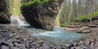 След каньона Johnston, верхний и более низко падения, национальный парк Banff, канадские скалистые горы, Альберта, Канада Стоковые Фотографии RF