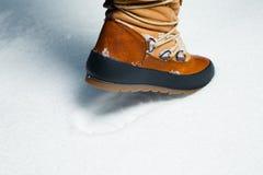 След ноги ботинка зимы в снежке Стоковая Фотография