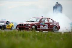 след belenkiy движения автомобиля участвуя в гонке Стоковые Изображения RF