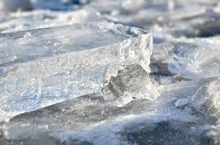 Слепимость света отразила в черепках чисто льда Стоковые Изображения RF