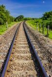 След кривого железнодорожный Стоковые Фотографии RF
