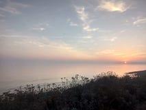 Сливать на небе и море стоковое изображение
