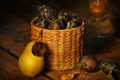 Слива плодоовощ и зрелая груша Стоковое Фото