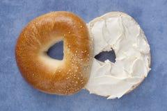 сливк сыра bagel Стоковое Изображение