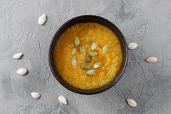 Сливк тыквы в шаре домодельно еда здоровая стоковые изображения rf