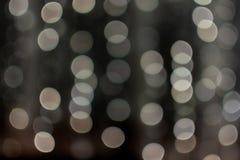 Сливочного цвета шарики bokeh, запачканная гирлянда, текстура, предпосылка, фотография из фокуса, космоса экземпляра, абстрактног стоковые изображения
