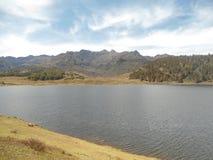 слинг ветерка лаская воду стоковое изображение