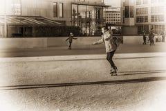 Словакия, катание на коньках декабря 2018 Коньки подростка девушки Мероприятия на свежем воздухе на улице на открытом воздухе кат стоковые изображения rf