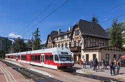 Словакия; станция; высокий; железная дорога; поезд; tatry; tatras; перемещение; стоковая фотография