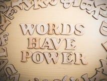 Слова имеют силу, мотивационную концепцию цитат слов стоковое изображение