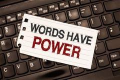 Слова текста сочинительства слова имеют силу Концепция дела для способности энергии излечить всепокорное помешанное помощью и уни стоковая фотография