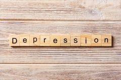 Слово депрессии написанное на деревянном блоке Текст на таблице, концепция депрессии Стоковые Изображения