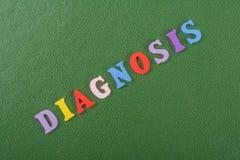 Слово ДИАГНОЗА на зеленой предпосылке составленной от писем красочного блока алфавита abc деревянных, космосе экземпляра для текс стоковые изображения rf