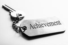 Слово достижения с ключом деятельность мотивировки взрослого бизнесмена дела возмужалая стоковые фотографии rf