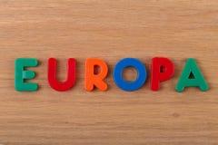 Слово Европа положено вне от покрашенных пластиковых писем стоковая фотография