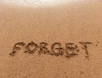 Слово забывает на песке Стоковая Фотография