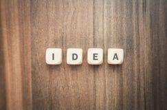 Слово идеи написанное на деревянных кубах Стоковые Изображения RF