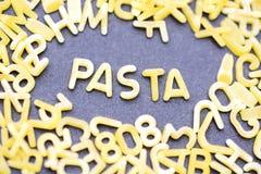 Слово макаронных изделий сделанное от макаронных изделий письма форменных Стоковое фото RF