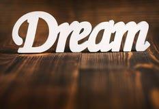 Слово, мечта и концепция мотивировки - мечт письма на деревянной предпосылке Стоковое фото RF
