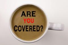Слово, писать вопрос вы покрыло текст в кофе в концепции дела чашки для безопасности здравоохранения страхования перемещения на з стоковая фотография rf