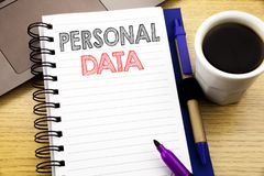 Слово, писать личные данные Концепция дела для предохранения от цифров написанного на книге тетради на деревянной предпосылке в O Стоковое Изображение