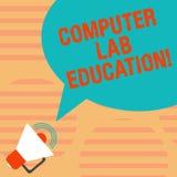 Слово писать образование лаборатории компьютера текста Концепция дела для комнаты или космос оборудованный с пользой компьютеров  бесплатная иллюстрация