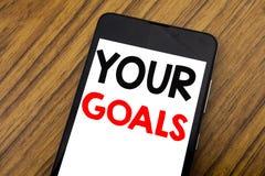 Слово, писать почерку ваше Golas Концепция дела для достижения цели написанного на мобильном телефоне мобильного телефона, деревя стоковая фотография