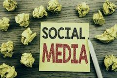 Слово, писать социальные средства массовой информации Концепция дела для средств массовой информации общины социальных написанных стоковое изображение rf