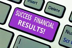 Слово писать финансовые результаты успеха текста Концепция дела для количества выгоды компания делает во время клавиши на клавиат стоковые фото