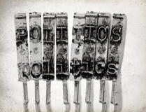 Слово ПОЛИТИКА с старыми молотками машинки Стоковая Фотография RF
