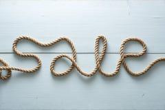 Слово продажи написано непрерывно в one piece грубой веревочки джута стоковое изображение rf