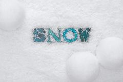 Слово СНЕГ на предпосылке снега Стоковые Фотографии RF